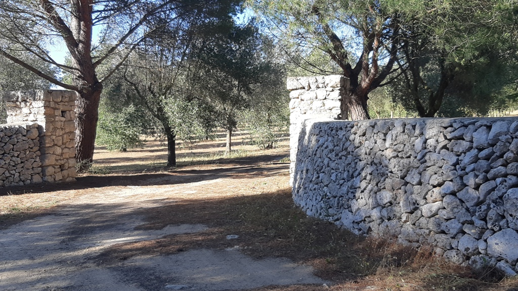 Masseria ristrutturata con 20 ettari di terreno Melendugno