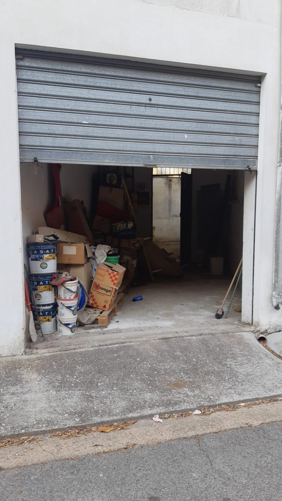 GALATINA GARAGE BOX AUTO CON GIARDINO